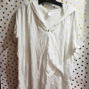 White livi t shirt that zips at the top